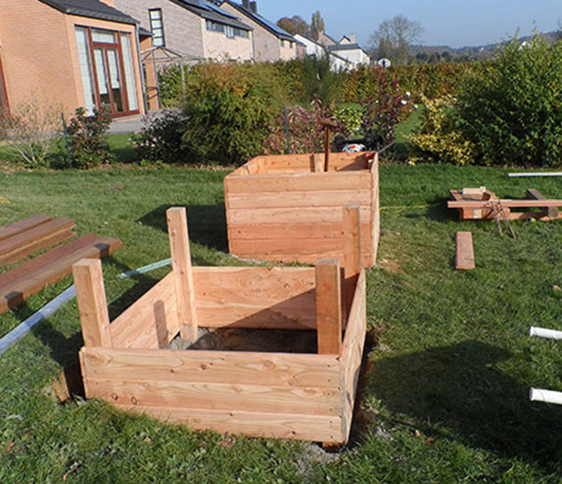 Des bacs potagers en construction